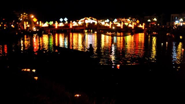 Les lampions sur la rivière